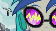 Sound waves in DJ Pon-3's glasses EG2