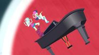 Lyra and Sweetie Drops get blown away EG2