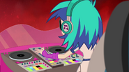 DJ Pon-3 turning up the volume EG2