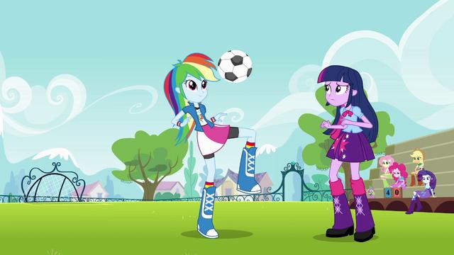File:Rainbow Dash juggles the ball EG.png