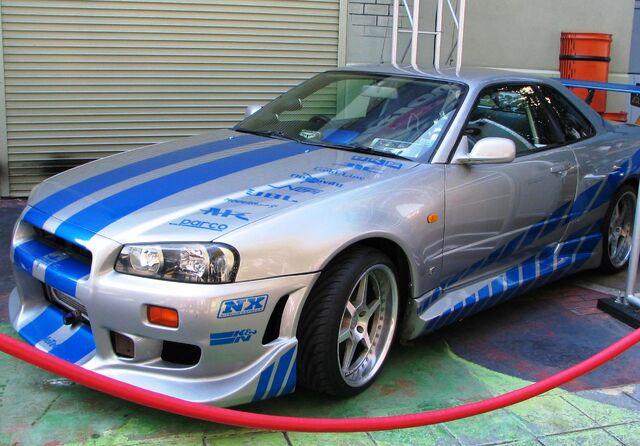 Archivo:Nissan Skyline GT-R R34 from 2F2F.jpg