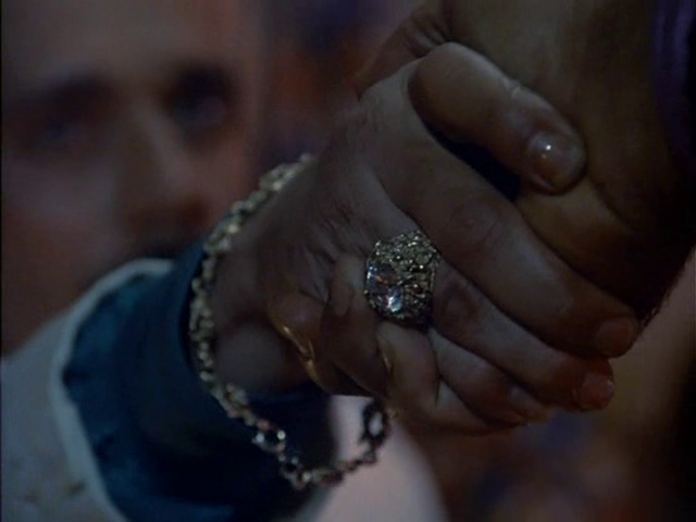 Archivo:80th Vice Piloto Manos.png