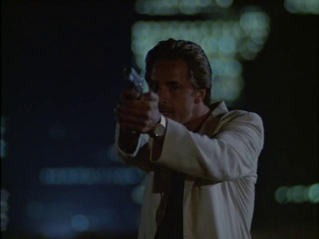 Archivo:Sonny Crockett 2x02.png