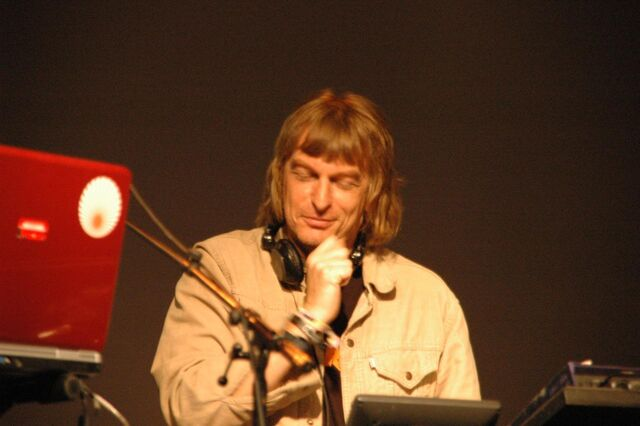 Archivo:Matt Black - Coldcut (Vienna 2006).jpg