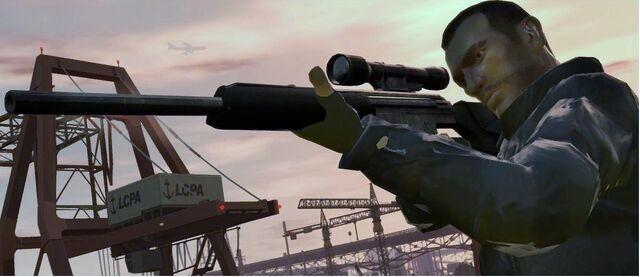 Archivo:Niko Bellic con un Rifle de francotirador.jpg