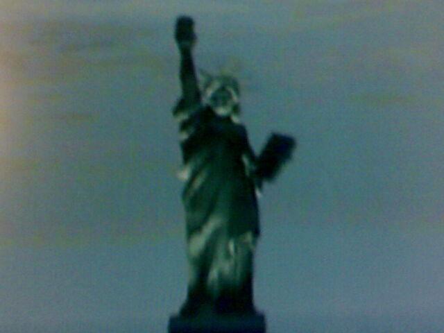 Archivo:Estatua de la felicidad-15.jpg
