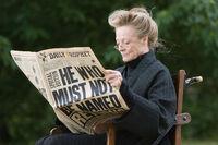 McGonagall Leyendo el profeta.jpg