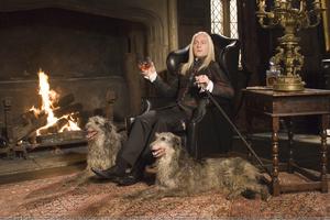 Lucius en su mansión.png
