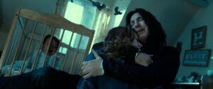 Snape abrazando a Lily.jpg