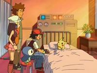 Archivo:EP543 Con Pikachu en el centro Pokémon.png