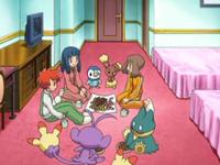 Archivo:EP547 Chicas reunidas en su habitación.png