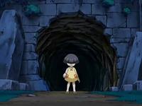 Archivo:EP559 Niña fantasma frente al agujero.png