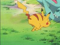 EP010 Pikachu usando placaje