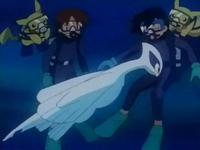 Archivo:EP222 Lugia bebé golpeando cariñosamente a Ash.png