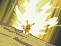 EP283 Pikachu de Ash usando rayo.png
