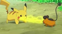 EP807 Dedenne y Pikachu enfrentados.png
