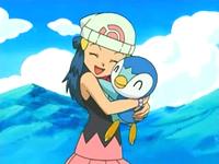 Archivo:EP476 Maya abrazando a Piplup.png