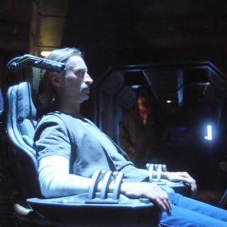 Rush usando la silla de control de Interface en el Destiny.