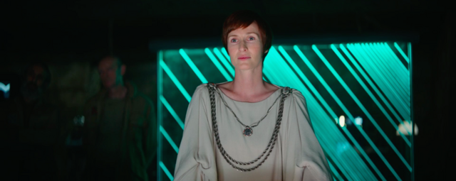Archivo:Mon Mothma on Yavin 4.png