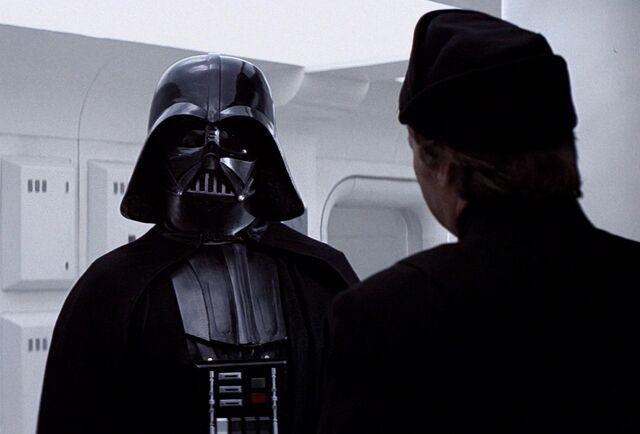 Archivo:Praji-reporting-to-Vader.jpg
