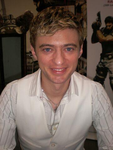 File:Crispin Freeman at Super-Con 2009 1.jpg