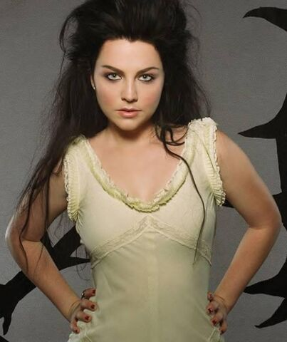 File:Amy Lee Evanescence Picture 3.jpg