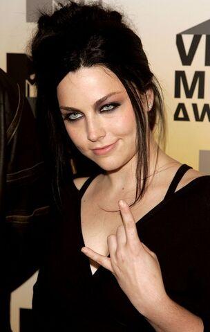 File:2006+MTV+Video+Music+Awards+Arrivals+k-V8SxzKeF7l.jpg
