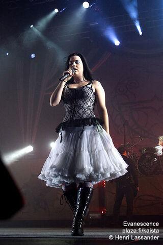 File:Evanescence--Live--evanescence-.jpg
