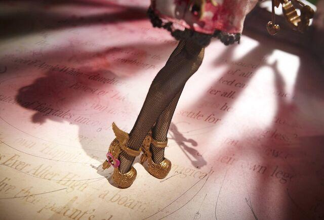 File:Diorama - shoes of Cupid.jpg