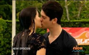 Jax and Emma s4 kiss