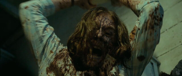 File:Evil-dead-2013-screenshot-35.jpg