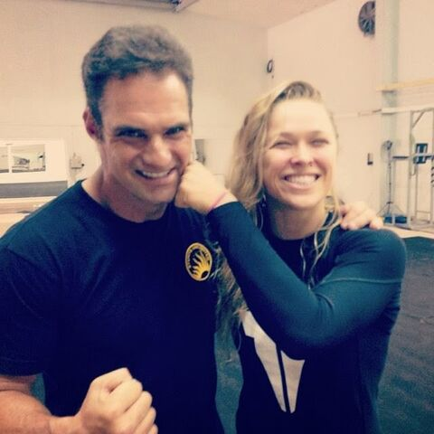 File:Expendables 3- J.J. Perry on-set with Ronda Rousey.jpg