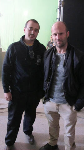File:Statham & helper pose.jpg