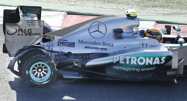 File:Lewis Hamilton 2013 Japanese Grand Prix.jpg
