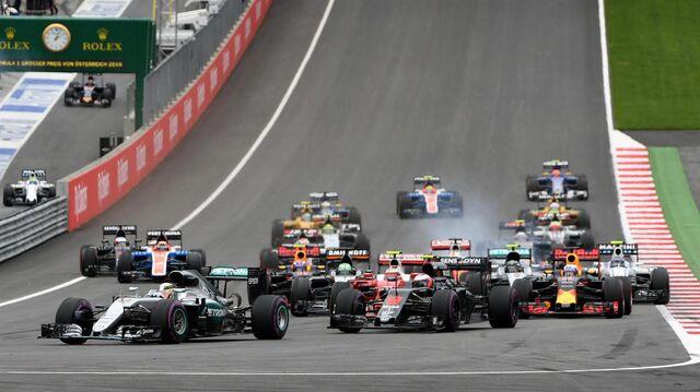 File:Lewis Hamilton leading the 2016 Austrian Grand Prix.jpg