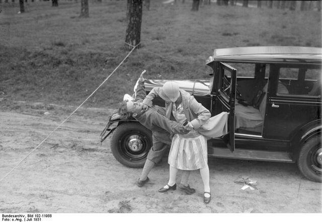 Datei:Bundesarchiv Bild 102-11988, Verbrecherabwehr mit Jiu-Jitsu.jpg