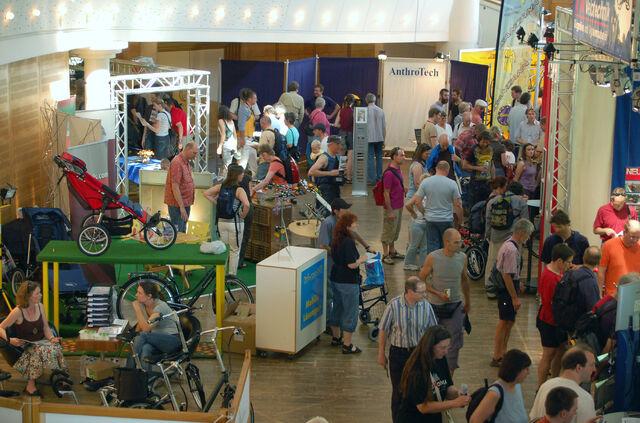 Datei:Spezialradmesse 2007 Halle 1.jpg