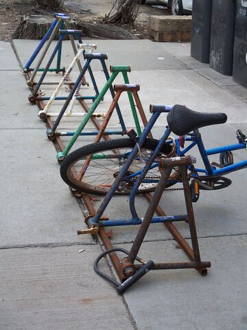 Datei:Bike rack in Minneapolis.jpg