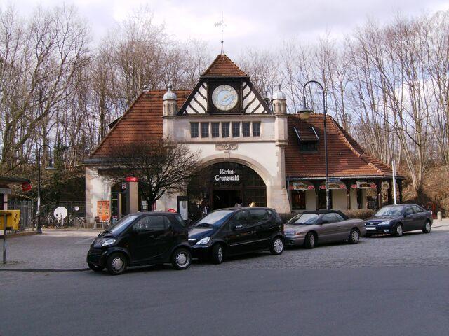 Datei:S-Bahnhof Grunewald - Ostseite.jpg