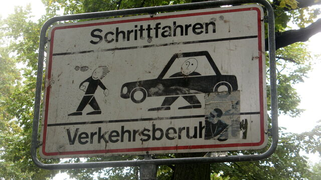 Datei:Schoeneberg schrittfahren.JPG