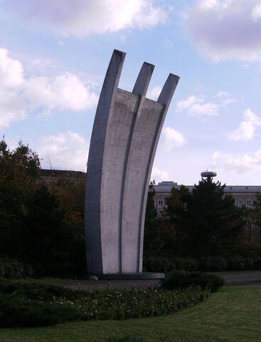 Datei:Luftbrückendenkmal Berlin-Tempelhof.jpg