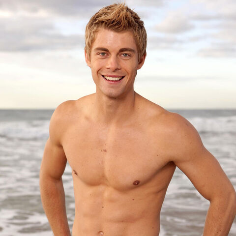 File:Luke Mitchell.jpg