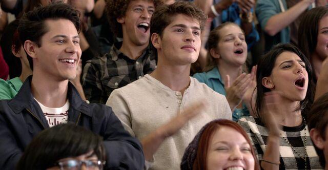 File:1x01 Liam & Shane.jpg