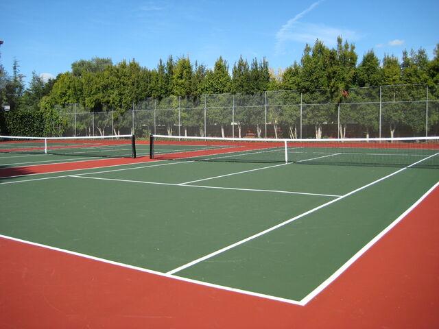 File:Tennis-courts.jpg