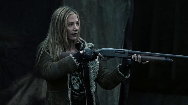 File:Sara Shotgun Evolve or Die S4.jpg