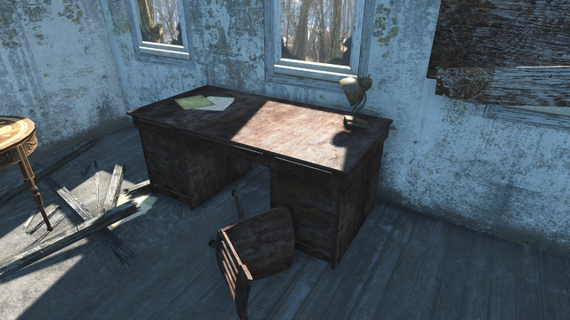 File:FO4 Croup Manor desk.png