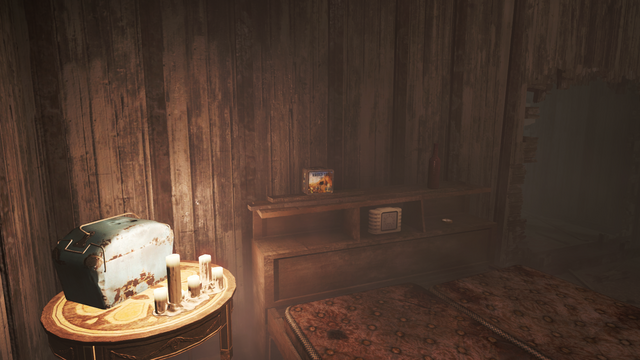 File:FO4 Vault-Tec Lunchbox in Pickman Gallery.png
