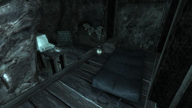File:Survivalist hidden cache Morning Glory cave.jpg