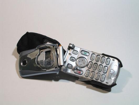 File:Brokencellphone.jpg