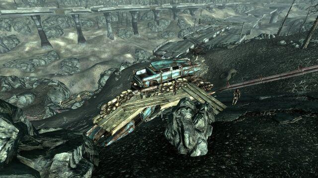File:Raider wreckage fortifications6.jpg